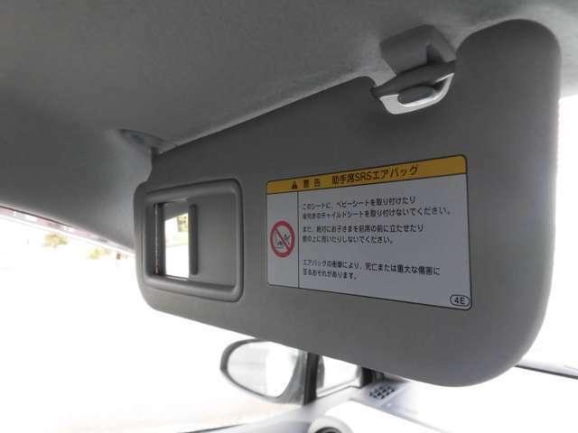 運転席側、助手席側バイザーにはミラー付き!