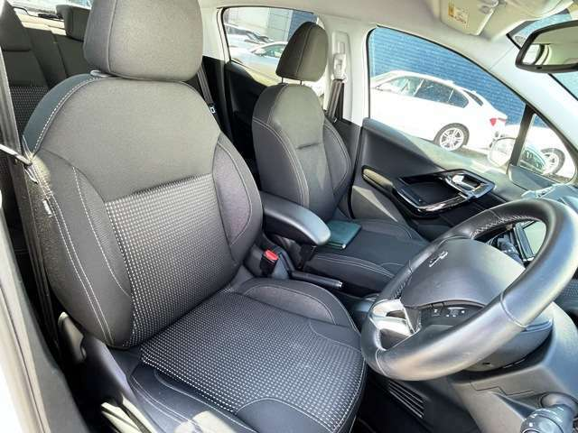 ●前席シート『程よいホールド感で乗り心地も非常にいいです。』