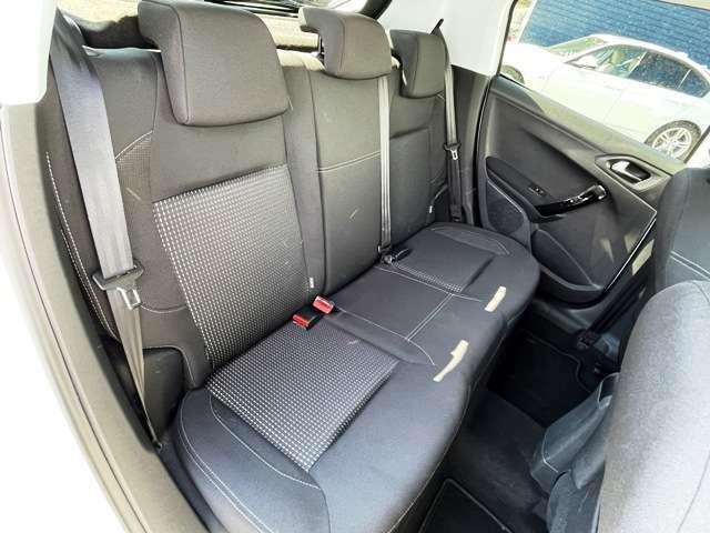 ●後席シート『足元も広く大人4人でもゆったりお乗りいただけます。』