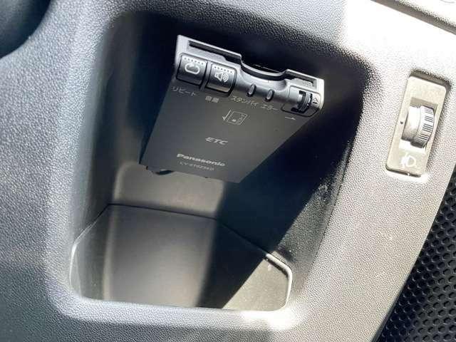 ●ETC車載器『運転席わきに設置されており使い勝手も非常にいいです。』