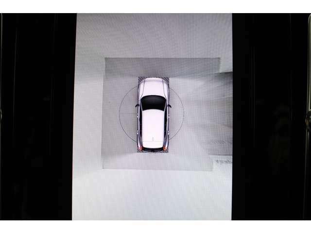 360度ビューカメラ【自車を真上から写した映像がセンターディスプレイに表示されます。障害物の有無など自車周辺の状況を把握することができるので駐車や狭い場所での取り回しに役立ちます。】