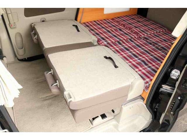 セカンドシートは床下収納となります。