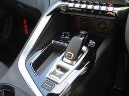 快適性、操作性を兼ね備えた新世代のi-Cockpit。アイシン製の8速オートマチックです。【プジョー大府:0562-44-0381】