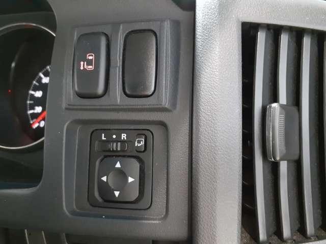 片側電動スライドドア♪運転席からワンタッチで片側電動スライドを開閉できます♪