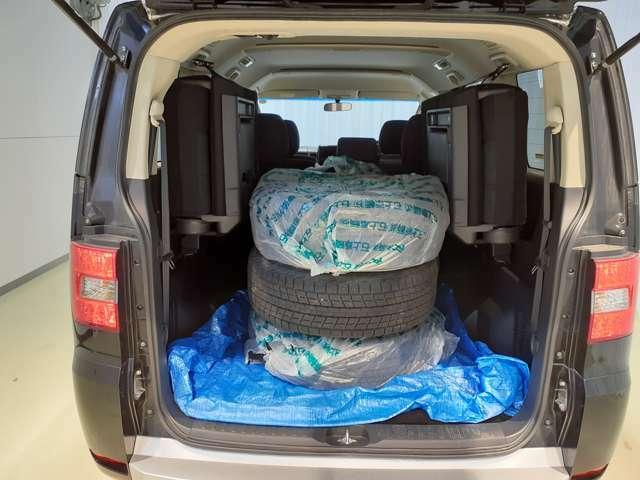 大容量の荷室♪積み込みタイヤも楽々積み込むことができます♪
