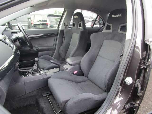 もちろんシートはRECARO社製のバケットシートを採用!