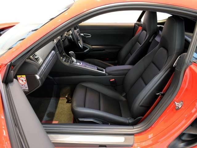 その他にも、オートエアコン、シートヒーターも装備されております。