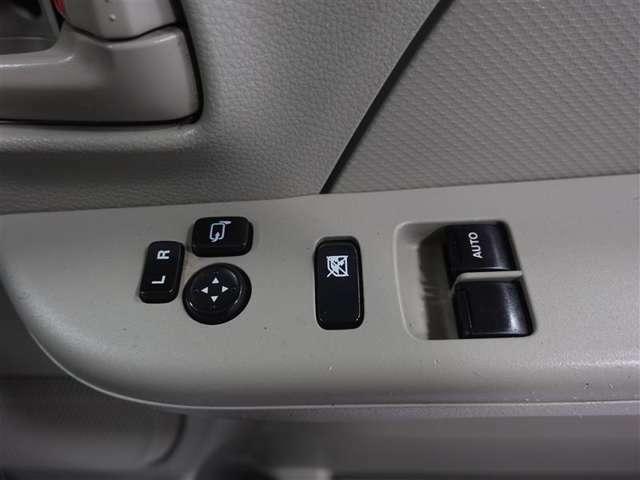 運転席と助手席のみパワーウィンドウが装備されています。