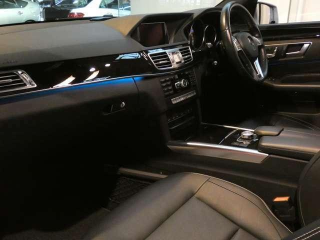 ブラックを基調とした車内にブラックアッシュウッドインテリアトリムを組み合わせメルセデスベンツ特有の高級感を感じさせるインテリアを演出!上質な車内でお過ごし頂ける、インテリアとなっております!