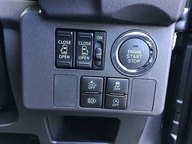 """エンジン操作は、スイッチだけの""""プッシュボタンスタート""""を装備!もうバッグから鍵を取り出さなくてもいいんですよ♪その他、運転席にはアイドリングストップなどの、主電源スイッチもご用意"""