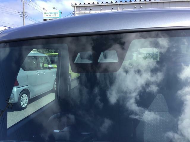 スマアシIIIの複眼式カメラが人や車両を検知し、衝突回避支援につとめます。