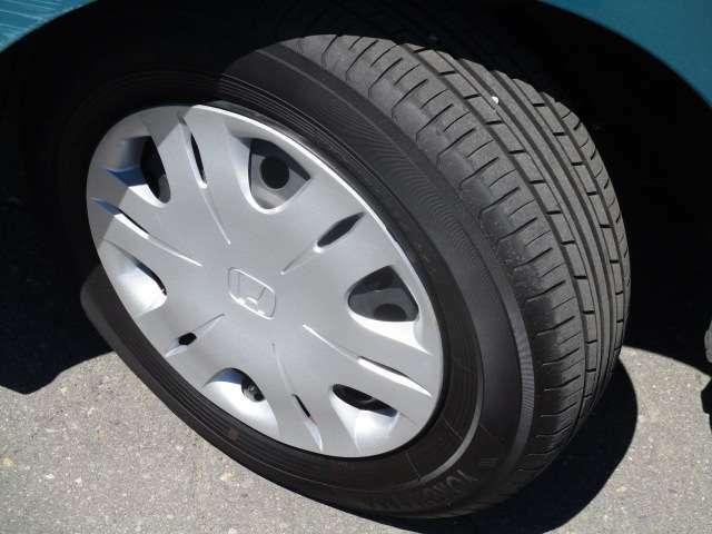 タイヤサイズは、175/70R14です。
