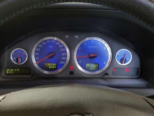 明るく視認性の良いメーターディスプレイは瞬時にドライバーに的確な情報を伝えてくれます。
