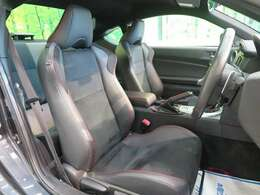 革/アルカンターラコンビシート『シートもキレイな状態ですのでご安心下さい♪車内のクリーニング施工も承っております☆』