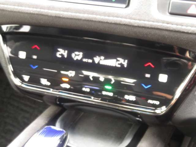 スタイリッシュ&近未来的なインテリアパネル☆静電式タッチパネルのオートエアコンで先進的なスマート操作が可能です☆