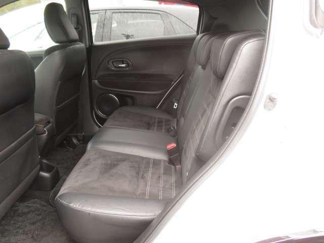 リアシートのコンディションも良好です!!Hondaの大発明★センタータンクレイアウトで足元・居住空間も広々です◎全身で感じられる確かなゆとり♪優れた静粛性をぜひ当店にてお確かめ下さい!!