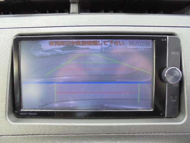 リアカメラ装着されております。純正ナビ、フルセグTVが装着されております。タッチ操作も視認性も良好です。