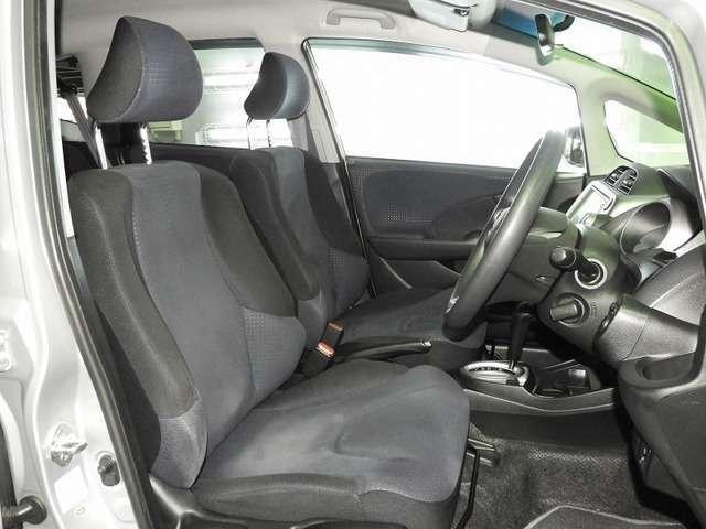 【前席】充分な広さを確保した、快適な前席!インテリアカラーも落ち着いたお色です♪