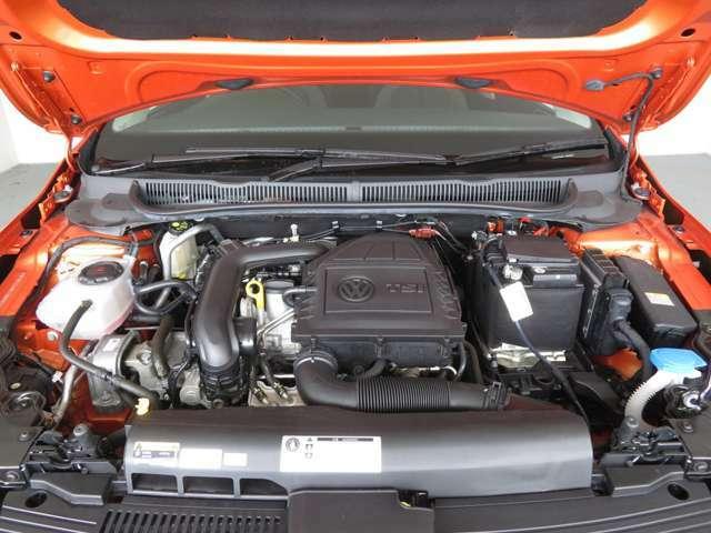燃費とパワーを両立させたエンジン。排気量のイメージを覆すレスポンスで出足も鋭く、高速道路でもストレスフリー。