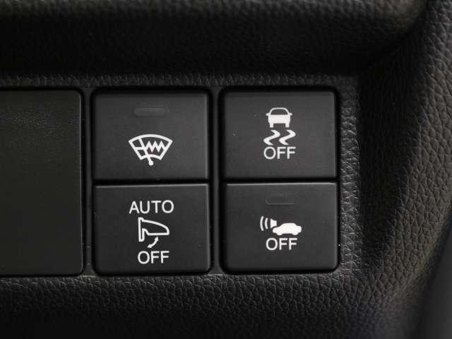 CTBA(シティブレーキアクティブシステム)は、約30KM以下での前車との衝突を軽減ブレーキで支援。前方に障害物がある時にアクセルを踏み込んだ場合に急発進を抑制する機能もついてます。