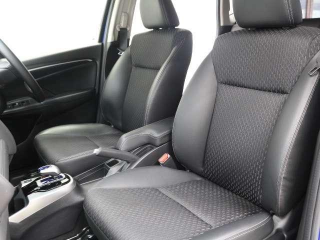 広くてゆったりくつろげるフロントシート