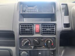 【マニュアルエアコン】操作性に優れているため、運転中でも楽にエアコン操作ができます!!