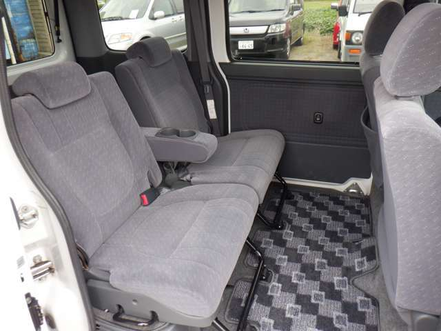 ゆったり座れるセカンドシート!!乗り心地・座り心地も快適☆セカンドシートでくつろげます♪