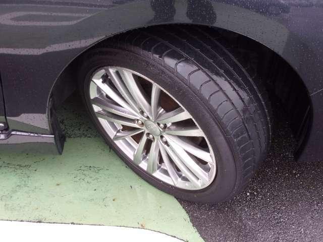大きめのタイヤでしっかりと踏ん張ります