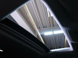 人気装備!!【ツインムーンルーフ】開放的なムーンルーフからは、爽やかな風や温かい陽の光が車内に差し込みます。