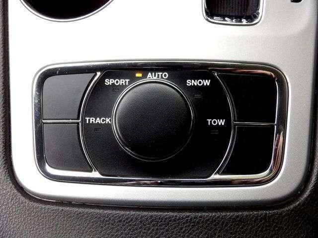 オンロード、オフロードの走行条件に最も適した駆動システムが選択できるセレクテレイントラクションコントロールシステムを搭載!