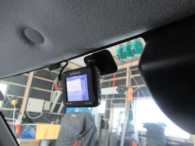 今、必需品のドライブレコーダーがついています!