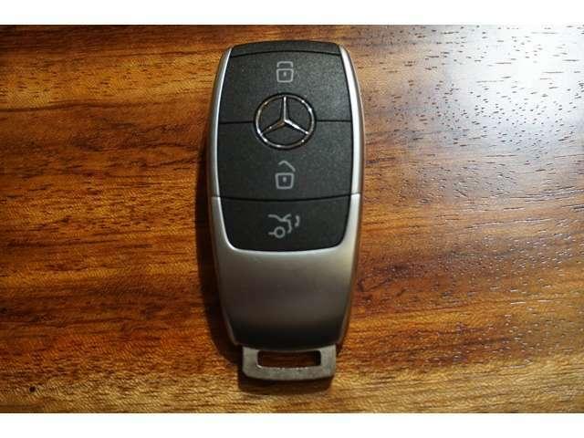 キーレススタートボタンで、キーを携帯していれば、ボタンを押すだけでエンジン始動や停止ができます。