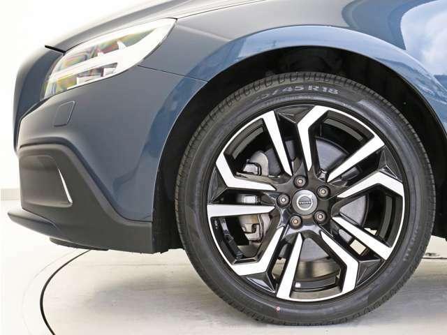 T5AWDには大径18インチホイールを装着して更にダイナミックな印象になっています。