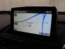 安全性を考慮し視線移動の少ない位置にされたメーカーSDナビ!CD、DVDビデオ、フルセグTVに対応でUSB/AUX端子も備えられています。