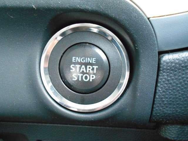プッシュスターターなのでキーが車内にあればエンジンの始動・停止はブレーキを踏んでスイッチを押すだけ!キーを取り出す手間を省きワンプッシュでエンジン操作を行うので簡単でスムーズです