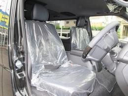 シートはダークプライムII専用のハーフレザーシートで通常モデルとは違いますよっ♪