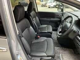 頭上も余裕たっぷり♪運転席に座ったときの頭上スペースも余裕たっぷり!ロングドライブも気持ち良く過ごせます♪