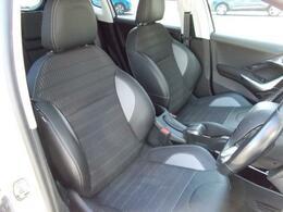 フロントシート ファブリック/テップレザースポーツシート ドライバーの身体をしっかりとホールドします。