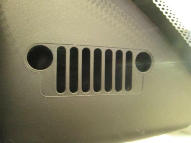 車のいたるところにJeepロゴやフロントフェイスロゴがあります!さりげないおしゃれ要素がたまりません♪
