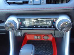 ◇2ゾーンオートエアコン 運転席、助手席で個別に温度設定ができます。