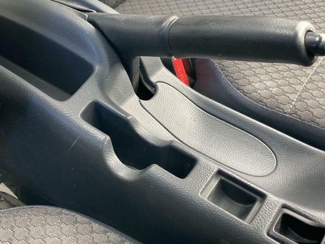 運転席のすぐそばにコインホルダーやカードホルダーを配置していますので便利にお使いいただけます