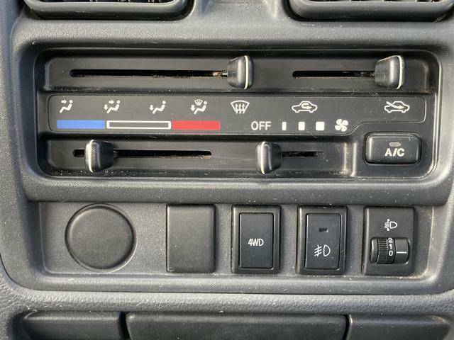 4WDへの切り替えもスイッチ一つで切り替え!走行中でも安心です