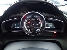 センタータコメーターにデジタルの速度計。スポーティな雰囲気が楽しめるメーターデザインです。