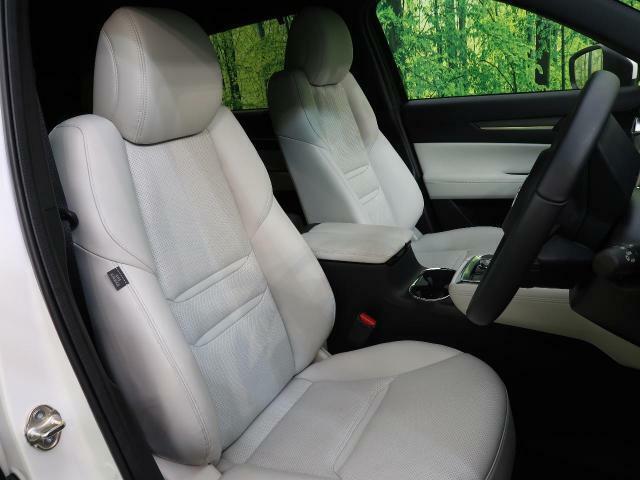 ●【白革シート】装備!座り心地も良く、何より高級感が違いますね☆手触りも良く、汚れも目立ちません。快適なシートになっています☆