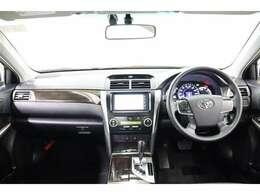 ラグジュアリーな大人の雰囲気の運転席廻りです。デザイン性だけでなく操作がスムーズにできる配置で運転しやすいですよ。