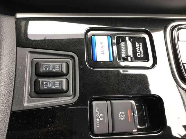 運転席と助手席はシートヒーター付きです。オートホールド機能も付いているので便利ですよ!操作等はご納車時にご説明させていただきます。
