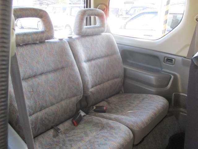後部座席も目立った擦れなどは無く、キレイな状態です!