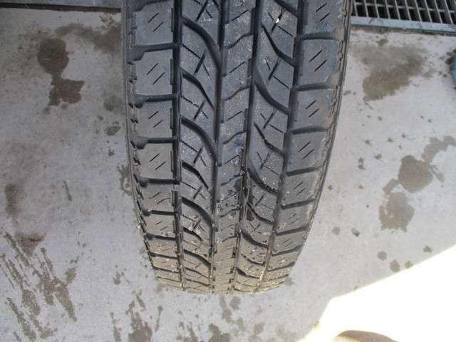 タイヤの溝です。まだ十分このままで走れます!!