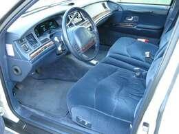 97年迄ですと室内の静かとアメ車ならではの風格を残した室内と車両です。Facebookにて過去の販売車両が見れます。金額は高いですが現車の状態など考えますと納得出来る車両です。