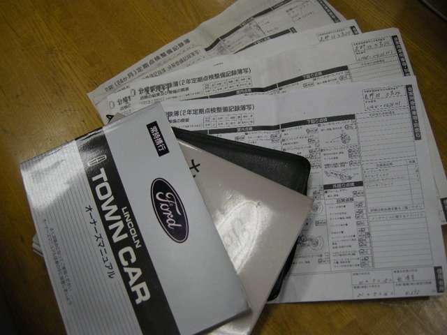 新車時より記録簿が残っています。日本語取り扱い説明書、新車時保証書全て揃っています。